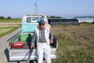 砂田米 来年も美味しいお米を育てるために!その2:れんげの種まきと転圧作業_a0254656_1842235.jpg