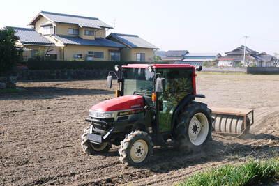 砂田米 来年も美味しいお米を育てるために!その2:れんげの種まきと転圧作業_a0254656_19242389.jpg