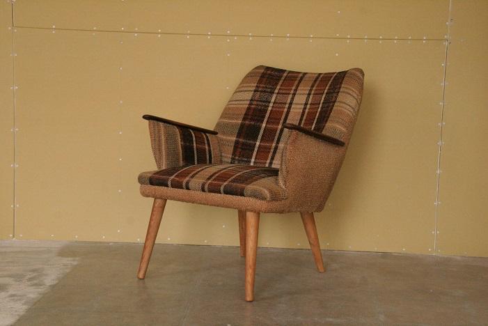 『ひょっこり椅子』_c0211307_183327.jpg