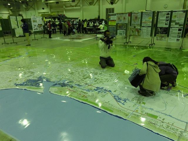 アイデアや商品が自主防災活動に大いに参考になる 「ふじBousai2014」_f0141310_7371375.jpg