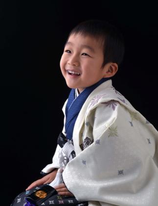 お兄ちゃんとのツーショットもこの笑顔......なかなか...._b0194185_22325955.jpg