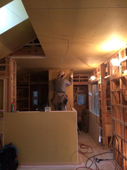 天井・壁の下地が貼られていました!_a0148909_1665982.jpg
