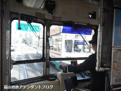 富山地方鉄道の路面電車の運転士_a0243562_11361637.jpg