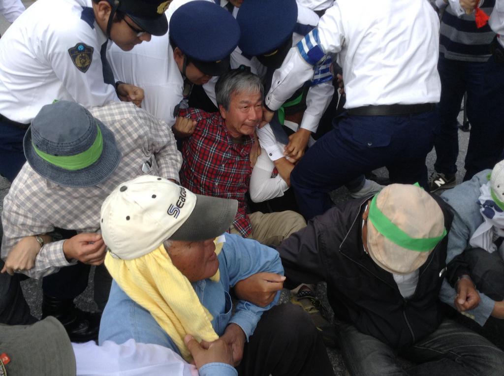 沖縄県警、新聞記者と映画監督を排除_f0212121_12335145.jpg