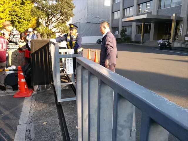 辺野古埋め立てに抗議 首相官邸前に300人_c0024539_1921498.jpg