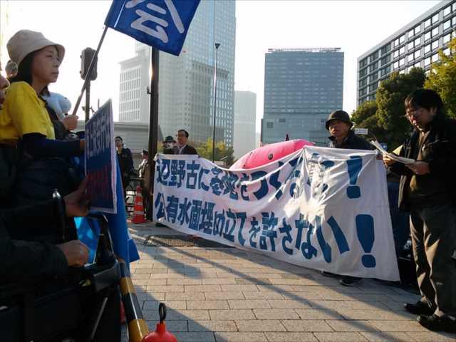 辺野古埋め立てに抗議 首相官邸前に300人_c0024539_1921762.jpg