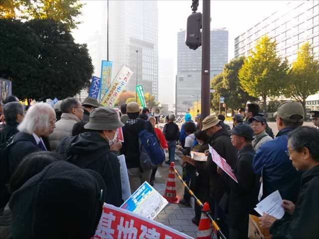 辺野古埋め立てに抗議 首相官邸前に300人_c0024539_192931.jpg