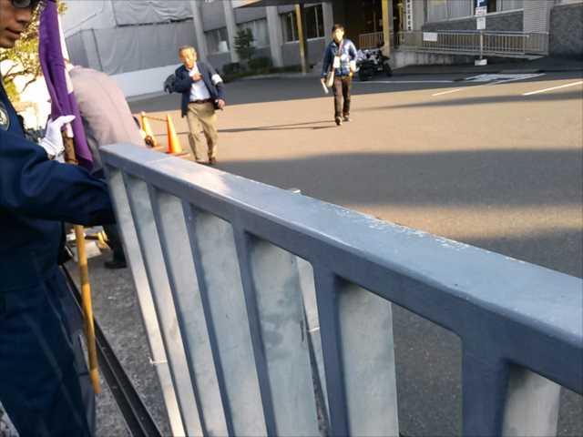 辺野古埋め立てに抗議 首相官邸前に300人_c0024539_1932453.jpg