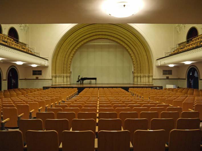 来年6月のピアノトリオ・コンサートに向け兼松講堂を下見_c0014967_11301912.jpg