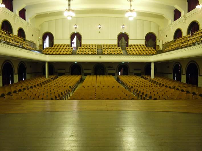 来年6月のピアノトリオ・コンサートに向け兼松講堂を下見_c0014967_11303484.jpg