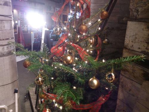 『完成クリスマスツリー!』_a0075684_0423044.jpg