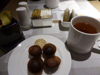 14年10月香港  18★軽い夕食を「翡翠拉麺小籠包」で_d0285416_18103644.jpg