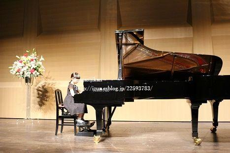 初めてのピアノの発表会と公園_e0214646_22413149.jpg