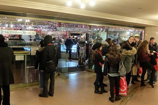 グランド・セントラル駅構内にある地下鉄博物館のホリデー・トレイン・ショー_b0007805_23183131.jpg