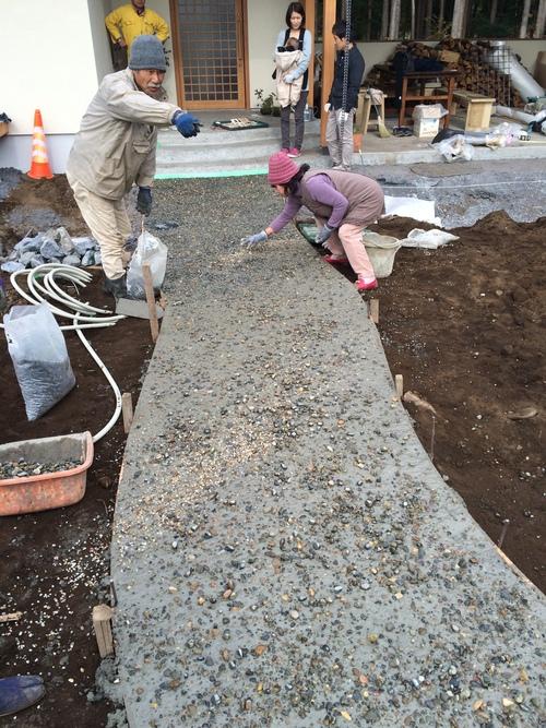 自然でゆるやかなコンクリート洗い出しの造り方_a0148909_935366.jpg