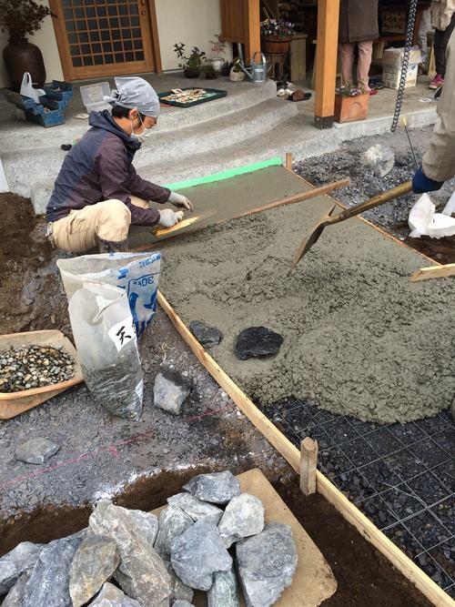 自然でゆるやかなコンクリート洗い出しの造り方_a0148909_9354274.jpg