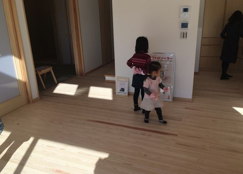 「OMソーラーの木の家」完成見学会を開催しました!_a0059217_17501668.jpg