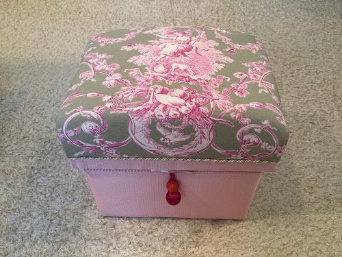 娘さんのための可愛い茶箱_b0242032_1273246.jpg