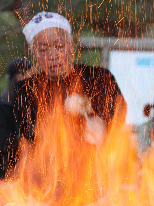 古代たたら操業の日 ① (炉に点火~古代炊飯)_b0052471_1430318.jpg