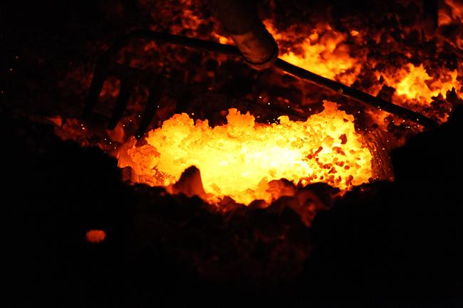 古代たたら操業の日③ (炉の解体~ 鉧(けら)出し)_b0052471_14422221.jpg