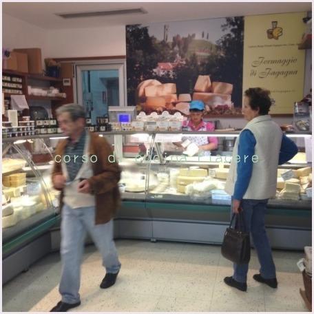 イタリア食旅行記⑬ 町のチーズ屋さん訪問_b0107003_11305003.jpg
