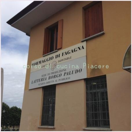 イタリア食旅行記⑬ 町のチーズ屋さん訪問_b0107003_11313491.jpg
