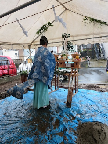 雨の地鎮祭_d0021969_1835392.jpg