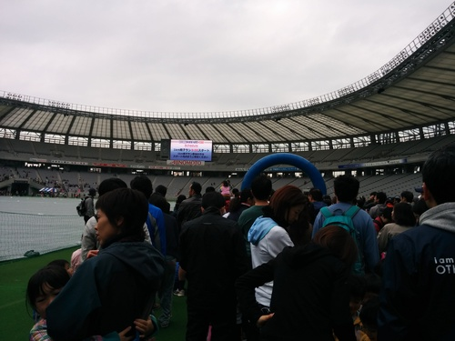 京王駅伝フェスティバル2014@味の素スタジアムとプロペラカフェで飛行機堪能_e0123104_724943.jpg
