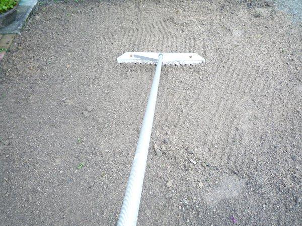 2014年11月28日 庭の芝張り作業 ①_b0341140_18334410.jpg