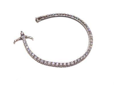 ダイヤモンドブレスレット 幸せキラキラオーラを全身にまとう‼︎ セントラルエンバシー 鍋ぞう!_f0355367_1512730.jpg