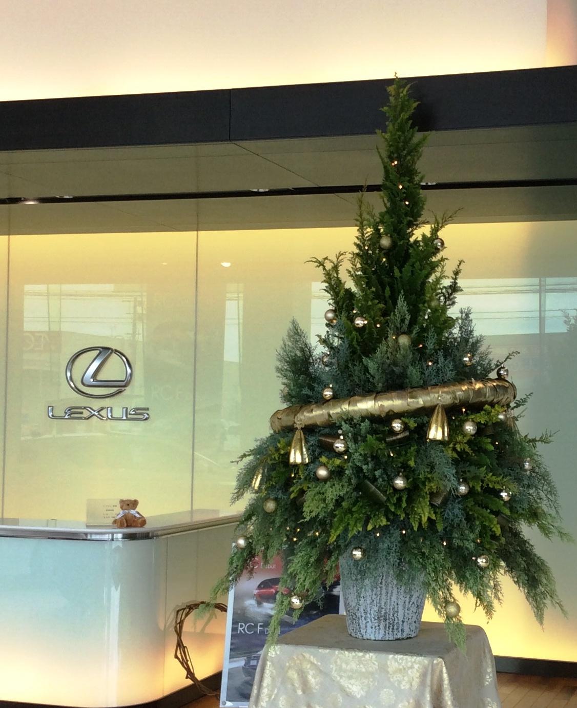 レクサス宮崎・・・今年のクリスマスツリー・・・_b0137969_17531041.jpg