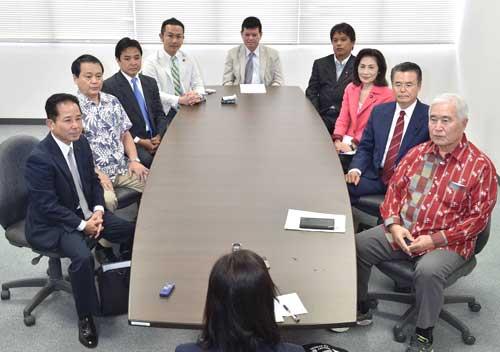 辺野古移設で対立 県内9政党座談会_f0150886_11101077.jpg