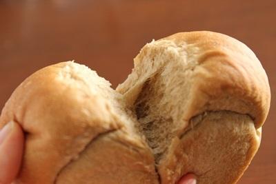 珈琲ミニ食パン!と、事件です!_a0165538_14363233.jpg