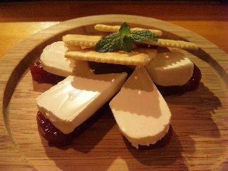 blog:グアバ羊羹のクリームチーズ乗せ_a0103940_20523999.jpg