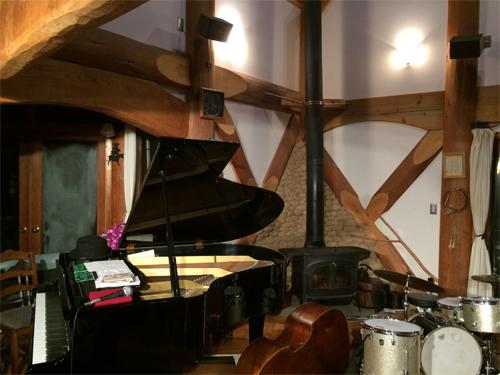 楽しかった!~クニ 三上 jazzピアノトリオ…ライブ(^_^)大自然に包まれて…_d0082356_16342578.jpg
