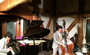 楽しかった!~クニ 三上 jazzピアノトリオ…ライブ(^_^)大自然に包まれて…_d0082356_16343982.jpg