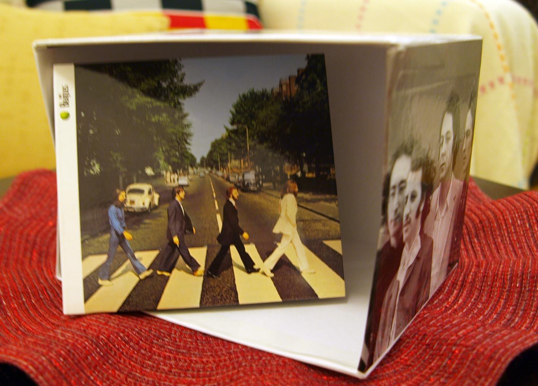 6ヶ月のビートルズ期間スタート!!!イタリアのEDICOLAでビートルズ特集CD発売_c0179785_623920.jpg