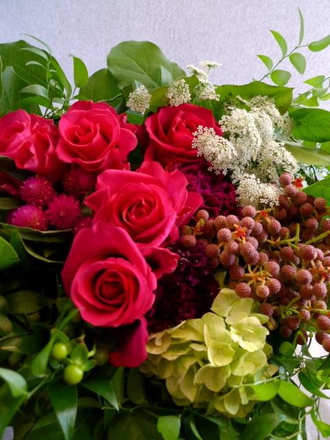 還暦のお祝いに。女性用。「赤系にはこだわらないけれど、小花を入れて」。_b0171193_22110583.jpg
