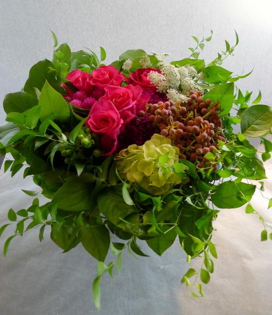 還暦のお祝いに。女性用。「赤系にはこだわらないけれど、小花を入れて」。_b0171193_22111078.jpg