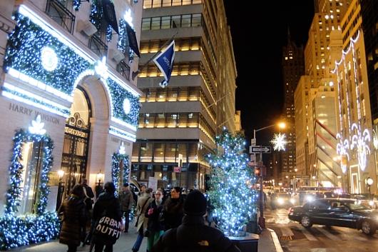 ニューヨーク5番街のホリデー・ウィンドウなど等_b0007805_2210180.jpg