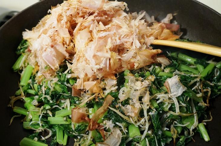 自家製保存食で【大根葉とジャコの甘辛佃煮】地味ですが日本の味ですね~ご飯が美味しいね^^_b0033423_1992472.jpg