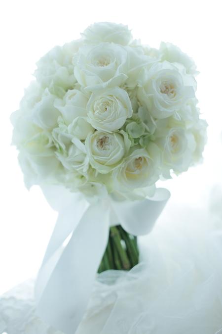 クラッチブーケ 明治記念館様へ  たくさんの花弁のひらきかげん_a0042928_20214152.jpg