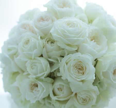 クラッチブーケ 明治記念館様へ  たくさんの花弁のひらきかげん_a0042928_20304274.jpg
