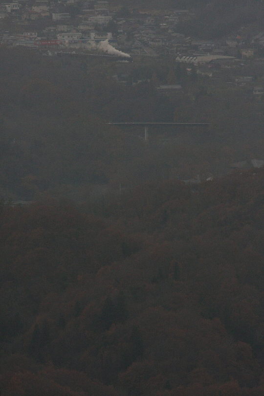 霞む渓谷の向こうの白煙 - 2014年紅葉・秩父 -  _b0190710_23452515.jpg