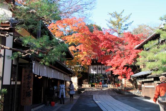 14紅葉めぐり 54 今宮神社_e0048413_19503411.jpg