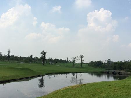 メンバーはタイ人のみの美しいゴルフ場_b0100062_1527223.jpg