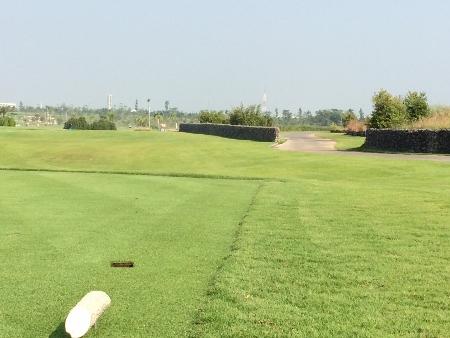 メンバーはタイ人のみの美しいゴルフ場_b0100062_15321637.jpg