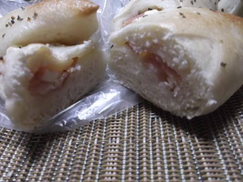 クク ベーコンとクリームチーズのエピ_f0076001_2241553.jpg