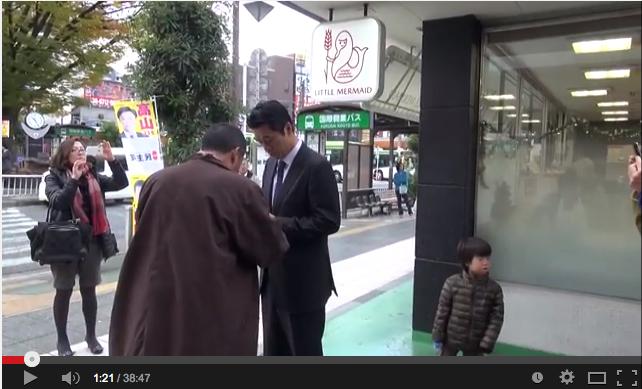蕨市ミンス党の高山さんと細野モナ男の街頭演説、フライングですナ!_e0171614_15562155.png