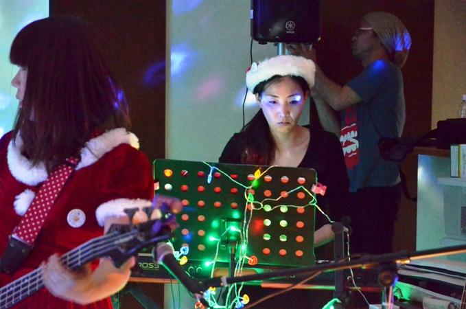 11月29日、ちょっと早いクリスマスコンサート@少年宅♪_e0188087_2105253.jpg